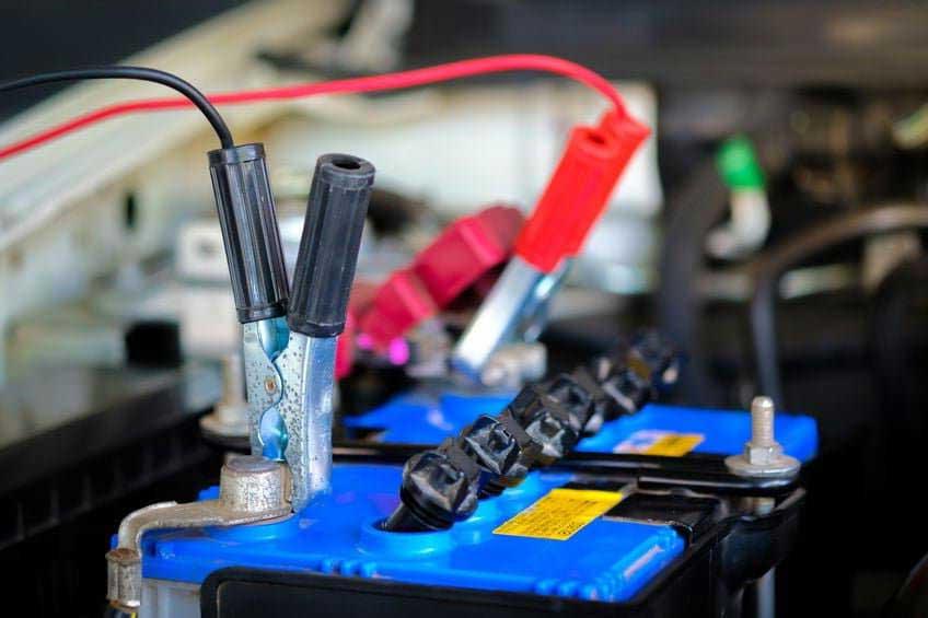 recharger batterie auto